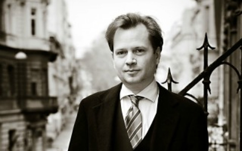 """""""Prague kind of lends itself to neurosis"""". Interview with M.H. Ellis"""